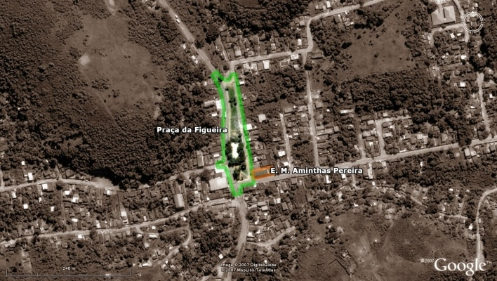 Vista aérea - Praça da Figueira e E. M. Aminthas Pereira <br />Imagem dos autores do projeto