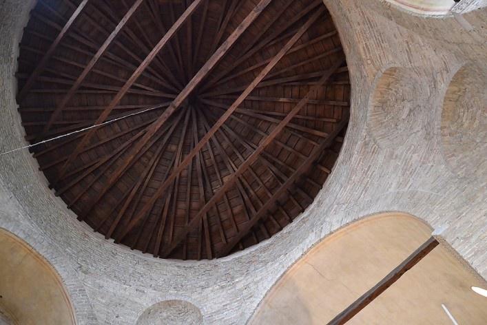 Estrutura de madeira na cúpula da Basílica<br />Foto/photo Fabio Lima