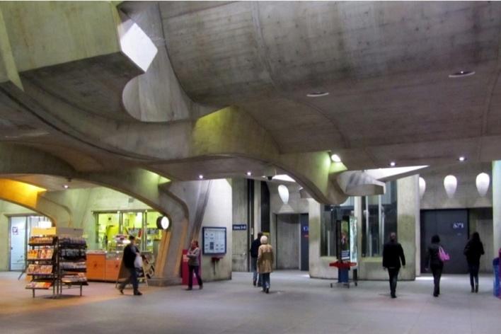 Estação Stadelhofen, serviços no subsolo<br />Foto Gabriela Celani