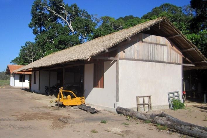 Centro Experimental Floresta Ativa - CEFA, barracão, RESEX Tapajó-Arapiuns PA. Arquiteta Cristina Xavier<br />Foto divulgação