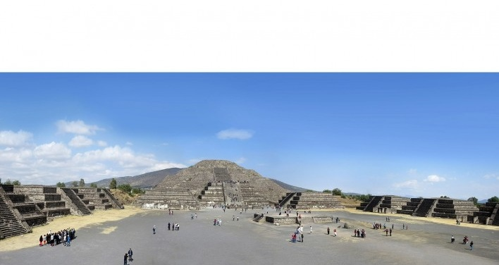 Teotihuacán, Praça da Pirâmide da Lua, México<br />Foto Victor Hugo Mori