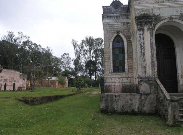 Foto 5: Vestígios do Teatro Santo Antõnio encontrado no local em 2003