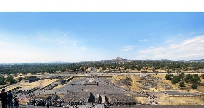 Teotihuacán, praça monumental defronte a Pirâmide do Sol, México<br />Foto Victor Hugo Mori