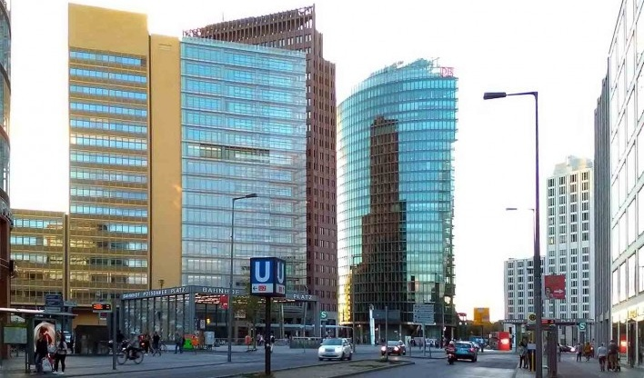 Vista geral da praça de Potsdamer Platz <br />Foto Marcos Sardá Vieira, ago. 2016