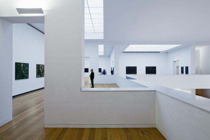 Sede da Fundação Iberê Camargo, sala de exposição. Arquiteto Álvaro Siza, 2008<br />Foto Nelson Kon