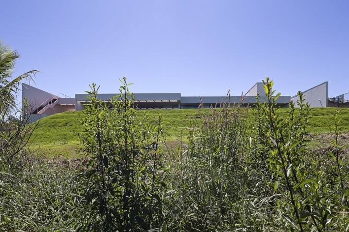 Casa Torreão, vista desde a mata, Brasília DF, arquitetos Daniel Mangabeira, Henrique Coutinho e Matheus Seco<br />Foto Haruo Mikami