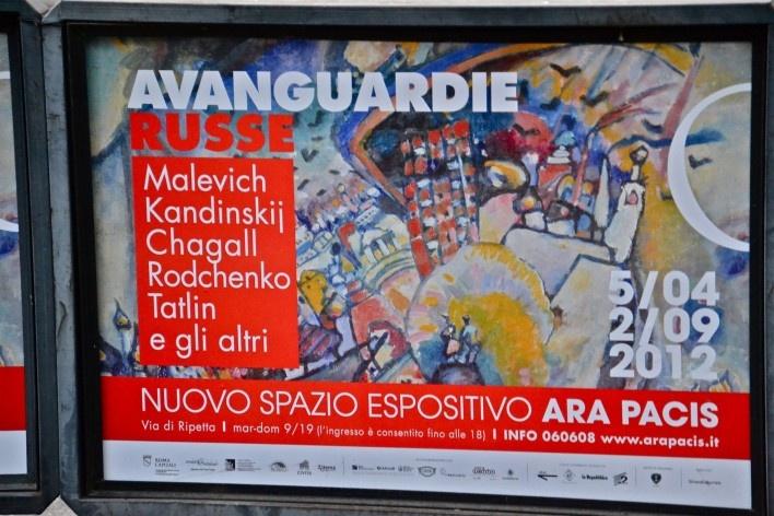 Contaminações, painel publicitário sobre exposição das Vanguardas Russas no centro urbano de Roma<br />Foto Fabio José Martins de Lima