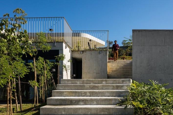 Casa LLF, São José dos Campos SP Brasil, 2019. Arquitetos João Paulo Daolio e Thiago Natal Duarte (autores) / Obra Arquitetos<br />Foto/photo Nelson Kon