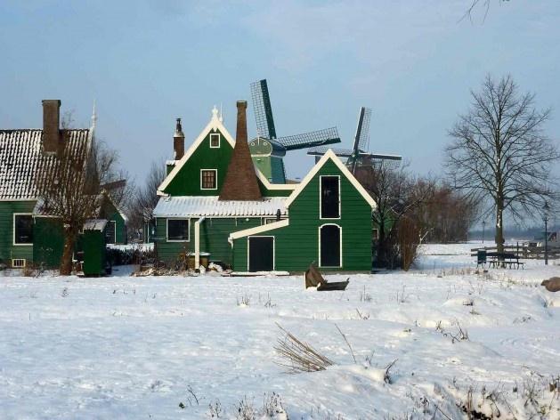 Parte posterior das casinhas de trabalhadore, estrada de Zeilenmakerspad<br />Foto divulgação  [SteenhuisMeurs BV]