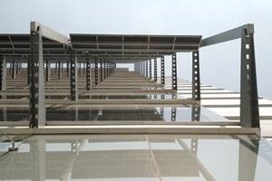 Detalhe da estrutura de brises<br />Imagens dos autores do projeto