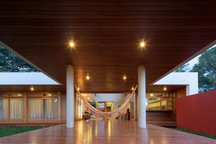 Arquiteto Fabiano Sobreira. Casa da Copaíba, Brasília, 2012<br />Foto Joana França