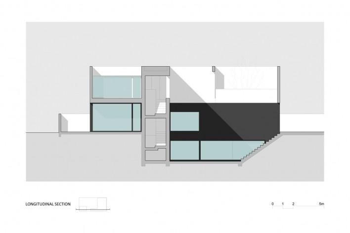 Corte Longitudinal Casa no Juso. Projeto ARX Portugal + Stefano Riva, 2011<br />divulgação