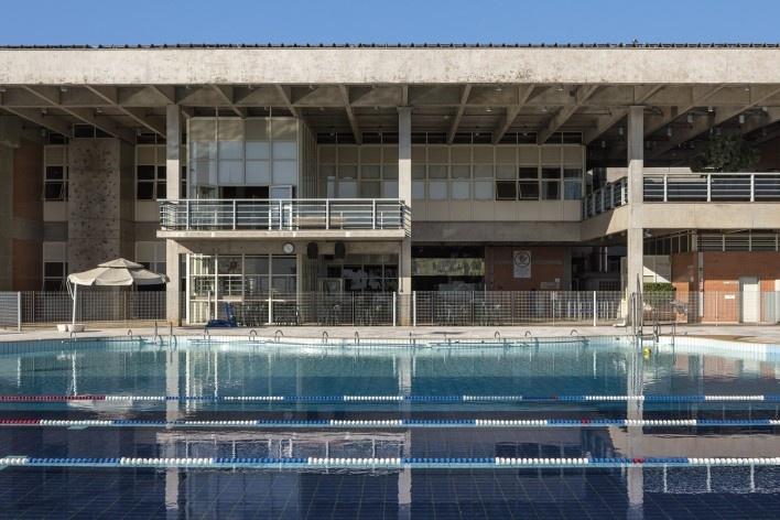Sesc Araraquara, piscinas, 2000. Arquitetos Abrahão Sanovicz e Edson Jorge Elito<br />Foto Leonardo Finotti