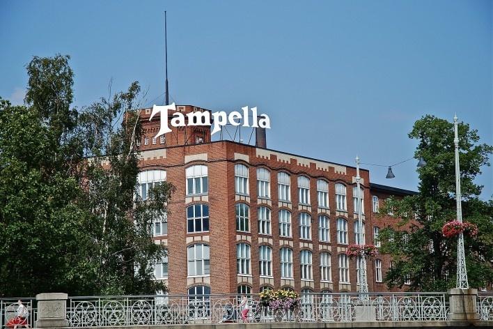 Aspecto da antiga fábrica Tampella relacionada a produção de equipamentos pesados como locomotivas e armamento militar dentre outros. Em primeiro plano detalhe de ponte sobre o rio Tammerkoski com passagem para automóveis e pedestres<br />Foto Fabio Lima