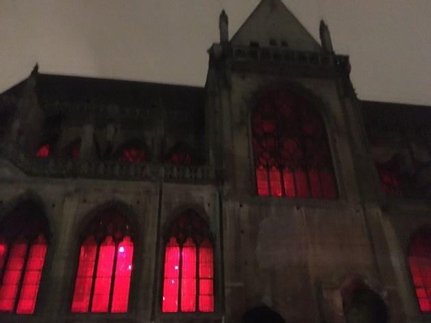 """""""À notre étoile"""" (Biennale Nemo Installation), instalação-concerto de música eletrônica no interior da Igreja Saint-Merry, percurso Centro<br />Foto Laís Bhering Martins"""