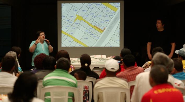 Reunião com lideranças. Projeto de Urbanização Integrada<br />Foto Fabio Knoll