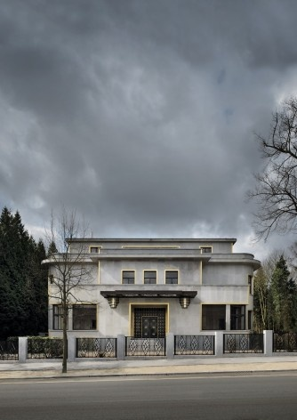 Vista da fachada principal (ver nota 1)<br />Foto Georges de Kinder  [Ma² - Metzger and Partners Architecture]