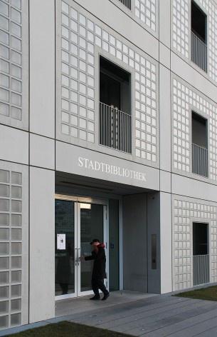 Biblioteca Municipal de Stuttgart, acesso. Arquiteto Young Yi<br />Foto Luiz Antonio Lopes de Souza