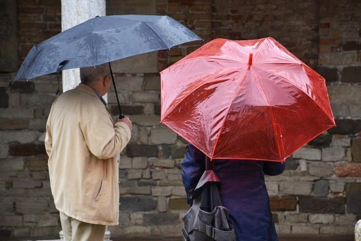 Turistas na parte externa da Basílica<br />Foto/photo Fabio Lima