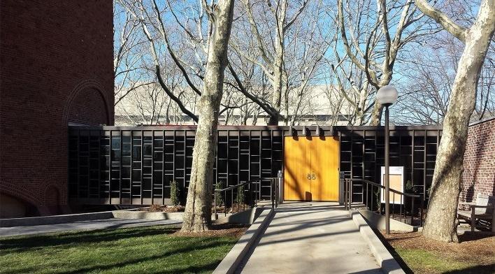 Kresge Chapel, acesso, Campus MIT, 1955. Arquiteto Eero Saarinen<br />Foto Klaus Chaves Alberto
