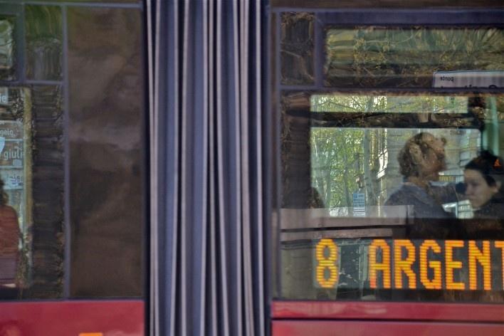 Contaminações, patrimônio visto através de janela de Tram, no centro urbano de Roma<br />Foto Fabio José Martins de Lima