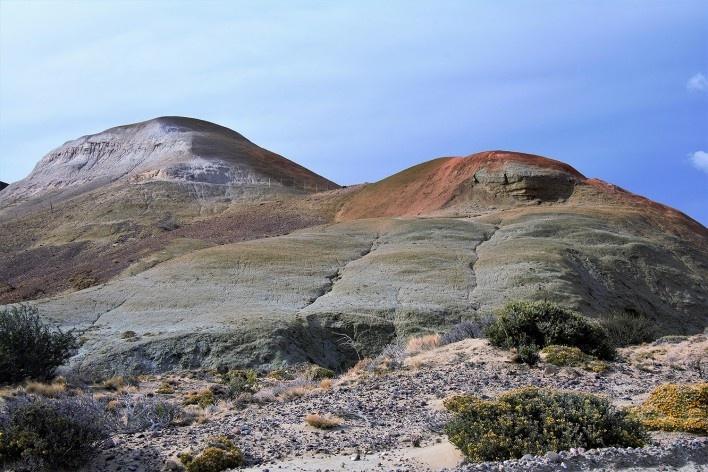 Óxidos colorem os solos da região. Bosque Petrificado, Sarmiento, Estado de Chubut, Argentina<br />Foto Diana Souza