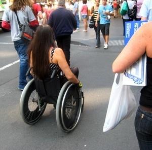 Cadeirante nas ruas de Melbourne