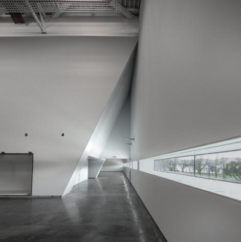 Museu Nacional dos Coches, visores para o exterior no pavilhão principal, Lisboa. Arquiteto Paulo Mendes da Rocha, MMBB arquitetos e Bak Gordon arquitetos<br />Foto Fernando Guerra  [FG+SG Architectural Photography]