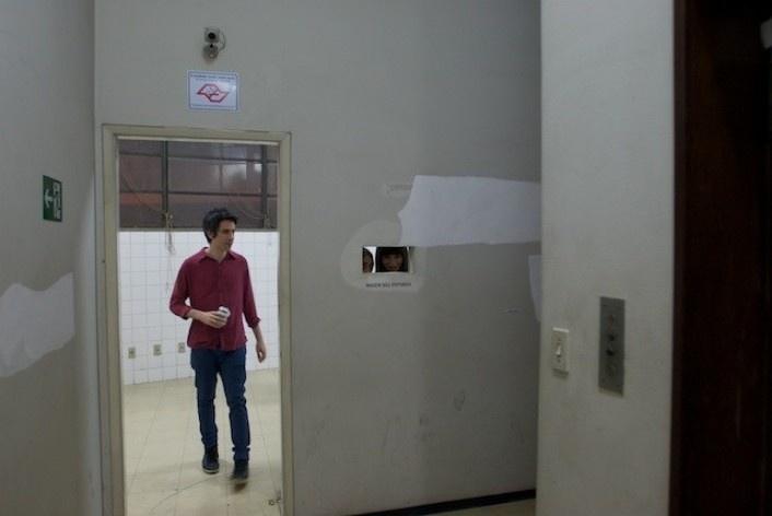 Exposição Projeto Imóvel, obra (vinil na parede) de Almudena Lobera<br />Foto Frans Kemper