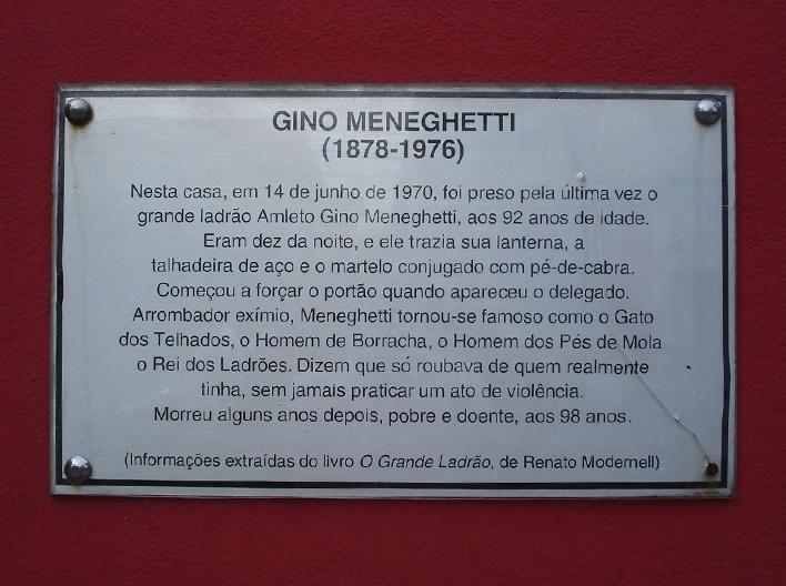 Placa que conta peripécias do bandido Meneguetti<br />Foto Rogerio Batagliesi