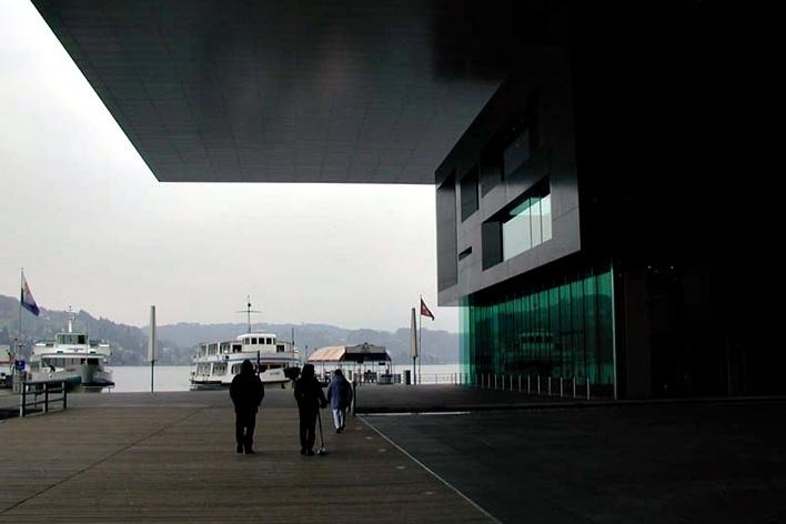 Auditório e Centro de Cultura e de Congressos de Lucerna, Suíça. Arquiteto Jean Nouvel, 1999<br />Foto Butikofer & de Oliveira Arquitetos