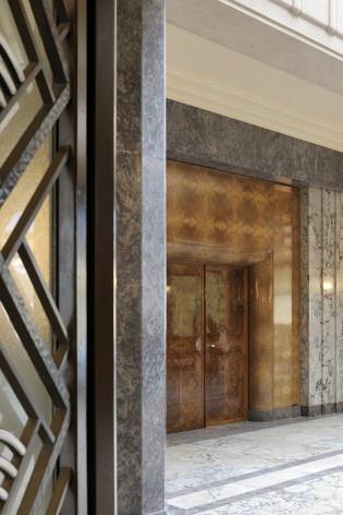 Vista da porta que da acesso à sala intíma da Villa<br />Foto Georges de Kinder  [Ma² - Metzger and Partners Architecture]