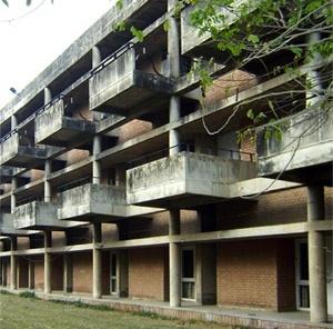 Edifício da universidade<br />Foto de Denise Teixeira e Luís Barbieri