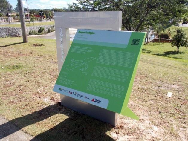 Sinalização turística para pedestres, conjunto urbanístico e arquitetônico da Pampulha<br />Foto Ulisses Morato de Andrade