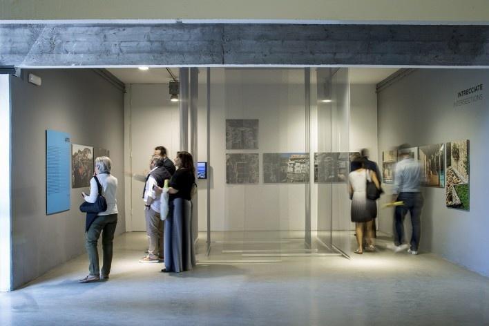 """Exposição """"Juntos"""", mostra brasileira na Mostra brasileira na 15ª Bienal Internacional de Arquitetura de Veneza – Reporting from the front, curadoria de Washington Fajardo<br />Foto Flavio Coddou"""