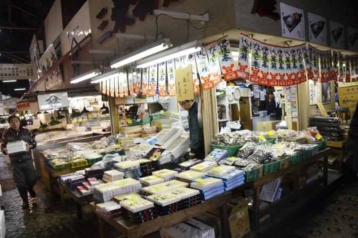 Mercado de peixe Tsukiji, barraca com frutos do mar, Tóquio<br />Foto Roberto Abramovich