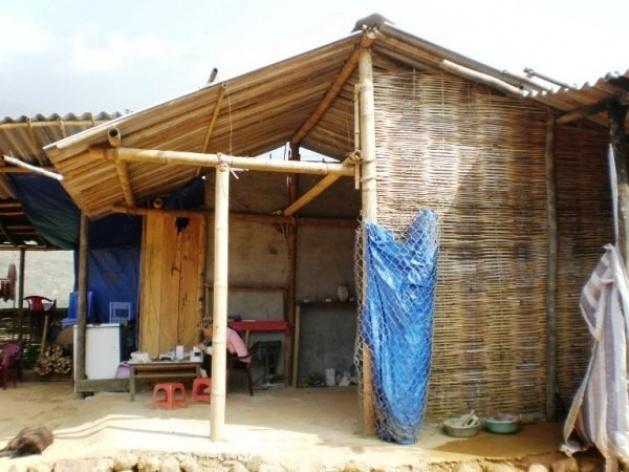Sapa, Vale Muong Hoa, casa de bambu <br />Foto Lucia Maria Borges de Oliveira