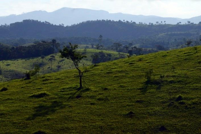 Paisagem cultural nos vários planos compostos pelas cadeias de montanhas<br />Foto/Photo Fabio Lima