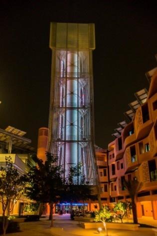 Masdar City, Chaminé captadora de vento, escritório Foster + Partners<br />Foto Gustavo Takatori