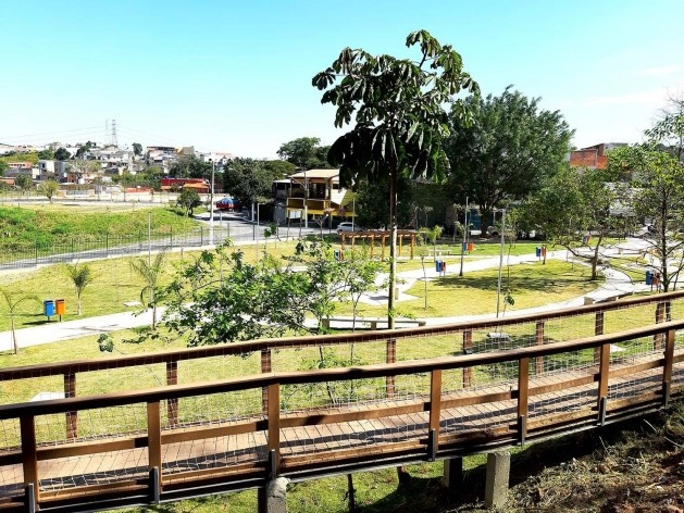 Parque Municipal Nair Bello, imagem da passarela e conjunto da fase 01, São Paulo SP Brasil, 2020. Secretaria Municipal do Verde e do Meio Ambiente<br />Foto divulgação  [Acervo SVMA/DIPO]