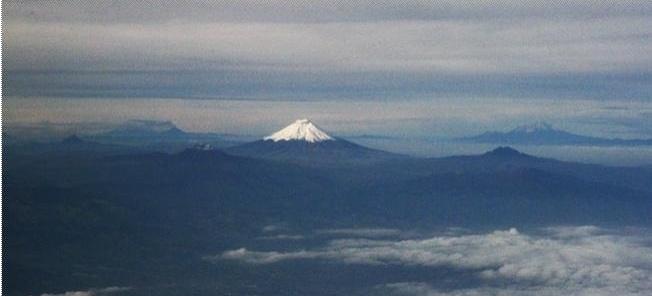 Paisagem com Pichincha e outros vulcões ativos<br />Fotos Abilio Guerra e Silvana Romano Santos