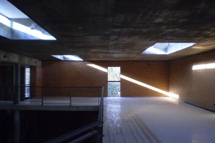 Cootrapar – cooperativa de trabajadores de aceros del paraguay. Interior exposición de fotos. Arq. Luis Alberto Elgue y Arq. Cynthia Solis Patri. Villa Hayes, Paraguay. 2007 – 2008.