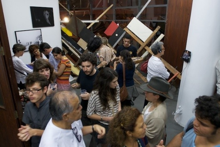 Exposição Projeto Imóvel, fotos de Carolina Krieger (à esquerda)<br />Foto Frans Kemper