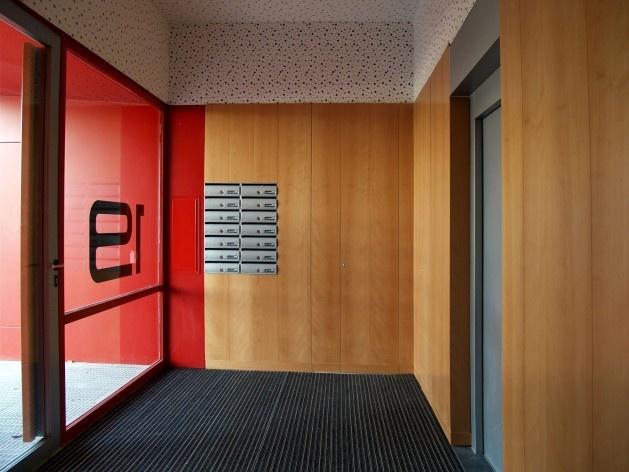 Conjunto Habitacional Fira de Barcelona – L'Hospitalet de Llobregat, entrada do edifício, Barcelona 2009. ONL Arquitectura<br />Foto Gianluca Giaccone