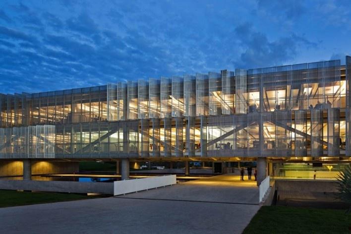 Sede do Sebrae Nacional, Brasília DF, 2010. Arquitetos Alvaro Puntoni, Luciano Margotto, João Sodré e Jonathan Davies<br />Foto Nelson Kon