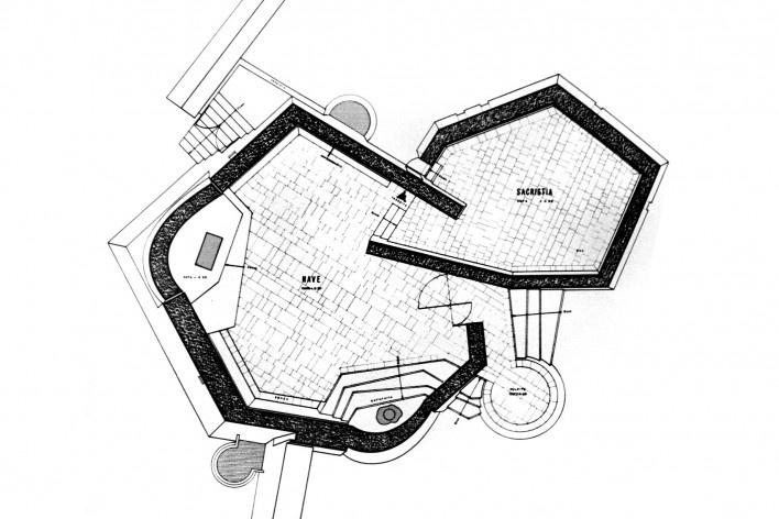 Capela do Menino Jesus, planta, Itapetinga BA, arquitetos Yoshiakira Katsuki, Guarani V. Araripe e Albert Hoisel<br />Imagem divulgação  [livro de Juvinio Oliveira]