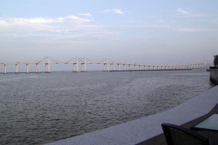 Pontes extensas ligam Macau à ilha de Taipa, evitando o território chinês<br />Foto Luiz Henrique Proença Soares