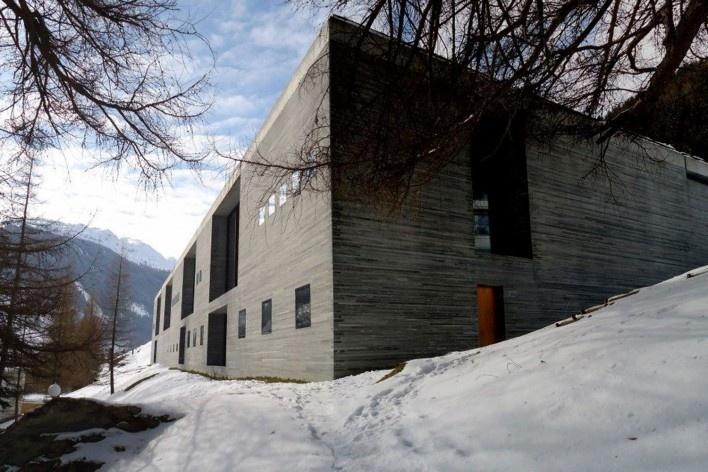 Fachada frontal e lateral, Vals, Suiça, 2013<br />Foto Márcio Costa