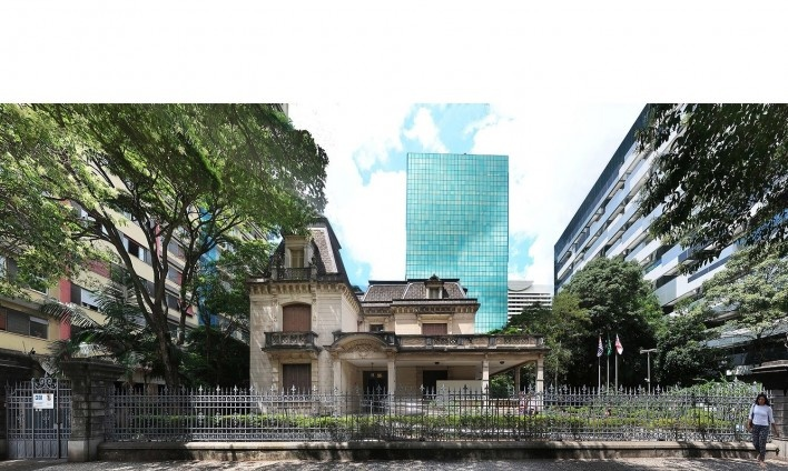 Casa das Rosas e a torre projetada por Júlio Neves<br />Foto Victor Hugo Mori