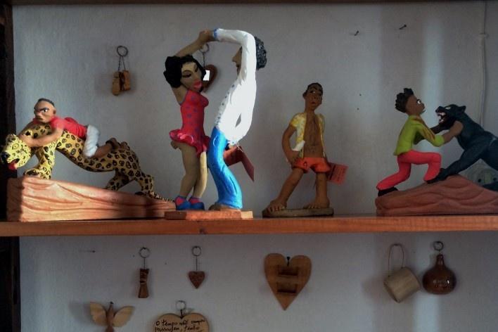 Esculturas da artista Vanuza, da comunidade do Janelão<br />Foto Ana Carolina Brugnera / Lucas Bernalli Fernandes Rocha